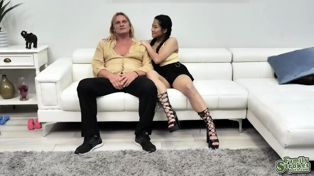 Evan falls from Alonas charm and.. blonde blowjob brunette