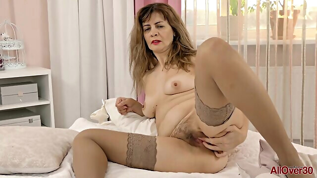 Single mom in stockings.. brunette hd mature